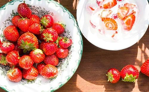 Grädde och jordgubbar